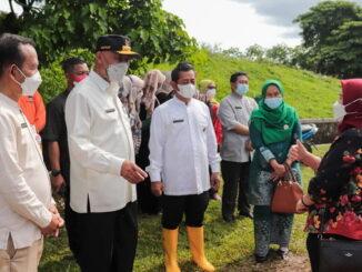 Bubernur bersama Deputi IV Bidang Koordinasi Lingkungan dan Kehutanan Kemeko Marves, Nani Hendiarti.