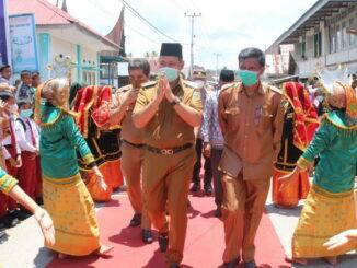 Bupati Apyardi saat mengunjungi Nagari Gantung Ciri.