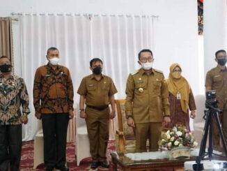 Bupati Eka Putra saat mengikuti Launching MCP.