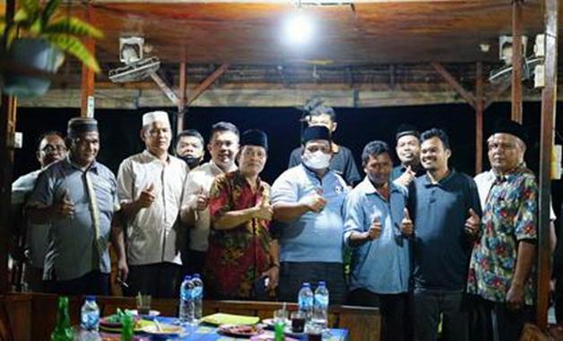 Bupati Padang Pariaman Suhatri Bur bersama pengurus PKDP Kabupaten Dharmasraya.