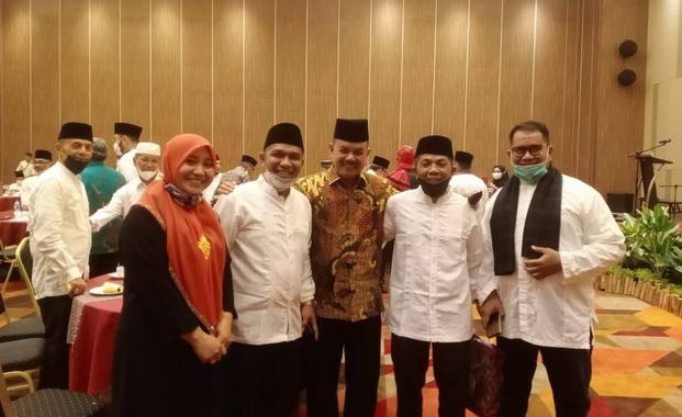 Dr Dian Anggreini, Ketua Panitia bersama panitia lainnya, diantaranya Ketua Panitia Pengarah, Drs H Firdaus Ilyas MM.