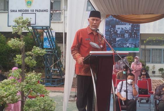 Gubernur Mahyeldi sat memberi sambutan.
