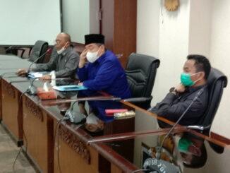 Jubir Hak angket HM Nurnas saat mengadakan Jumpa Pers di DPRD Sumbar.