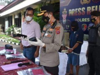 Kapolres Agam, AKBP Dwi Nus Setiawan,SIK, MH saat jumpa pers.