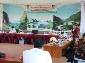 Mantan Bupati Limapuluh Kota dr.Alis Marajo menyampai masukan dan saran dalam rakor OPD Pemkab.Limapuluh Kota yang sengaja diundang Bupati Syafruddin.