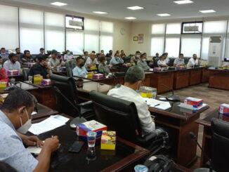 Nelayan Sumatera Barat saat beraudensi dengan anggota DPRD Sumbar
