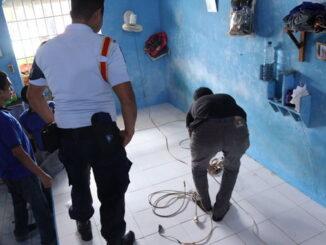 Pemeriksaan instalasi listrik di Lapas Padang.