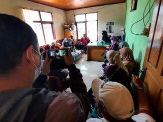 Pemko Bukittinggi mengadakan rapat dengan pedagang korban kebakaran.