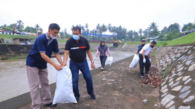 Pemko Payakumbuh Lakukan Aksi Bersih-Bersih Sungai.