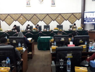 Rapat pariprna DPRD Kota Padang.