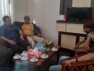 Sekwan DPRD Kota Sawahlunto bersama Tim Editor.