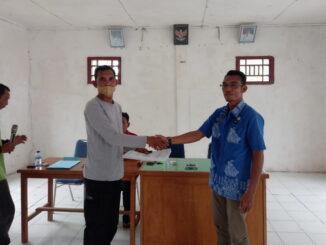 Serah terima Pjs Kepala Desa sementara kepada Kepala Desa Definitif diAula Desa Goiso'oinan kecamatan Sipora Utara Kabupaten Kepulauan Mentawai.