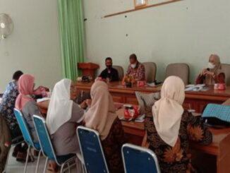 Suasan rapat kerja LPM Tanah Datar.