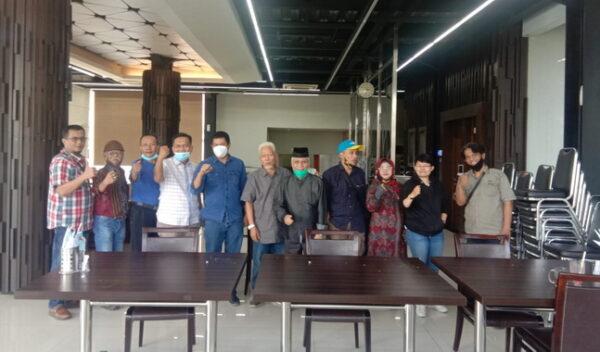 Tim Editor bersama tokoh masyarakat Kubang di Jakarta.