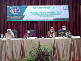 Wabup Rahmang didampingi Sekdakab Rudi Repenaldi Rilis (sat menghadiri FGD.