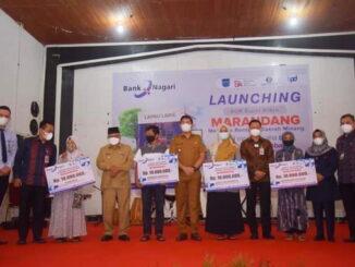 Walikota Sawahlunto foto bersama dengan Debitur didampingi oleh Kepala Cabang Bank Nagari Sawahlunto.