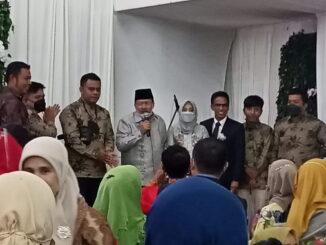 Bupati Agam Andri Warman didaulat memberi sambutan pada resepsi pernikahan putra sulung mantan Sekda Agam Martias Wanto dt.Maruhun.
