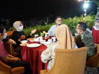 Bupati Eka Putra saat dijamu perantau di Bandar Lampung.