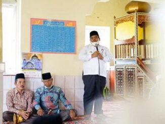 Bupati Padang Pariaman Suhatri Bur menyampaikan program pembangunan kepada jemaah Masjid Raya Nagari Guguak Pasa Surau Kecamatan 2×11 Kayu Tanam.