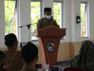 Bupati Safauddin saat memberi pengarahan.