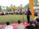 Bupati Solok malakukan launching pemakaian ekskavator di Aanau Kadok.