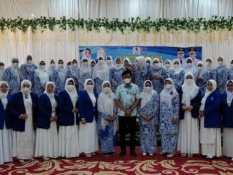 DPC IWAPI Payakumbuh, foto bersama dengan mengabaikan prokes pemakaian masker dan menjaga jarak.