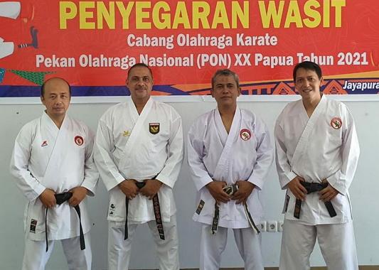Empat wasit karate PON Papua.