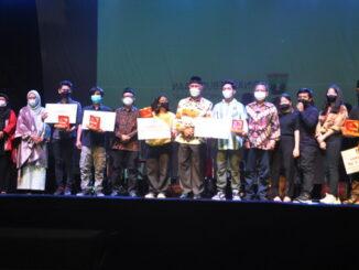 Gubernur Sumbar bersama bersama pemenang film dokumenter terbaik jalur rempah.