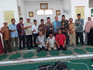 Kepala sekolah MTsN 2 Payakumbuh dan unsur pimpinan sekolah itu bersama tokoh masarakat Koto Nan Gadang.