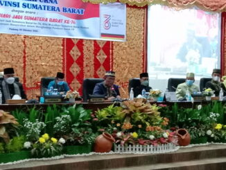 Ketua DPRD Sumbar Supardi saat memimpin rapat Paripurna memperingati Hari Jadi Provinsi Sumatera Barat ke 76