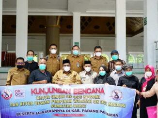 Bupati Padang Pariaman Suhatri Bur berfoto bersama rombongan OK OCE Madani.