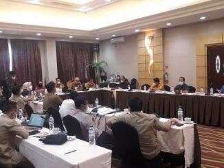 Pembahasan Ranperda oleh DPRD Kota Padang bersama OPD di Bukittinggi.