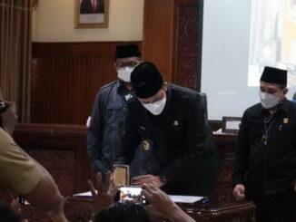 Penandatanganan KUA-PPAS Bukittinggi 2022.