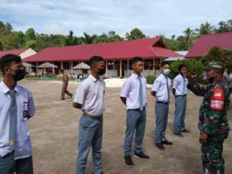 Sosialisasi masuk TNI AD di SMAN 1 Muara Siberut.