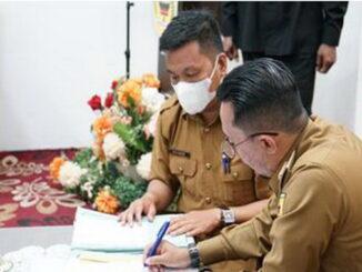 Bupati Eka Putra menandatangani SK PKKPR.