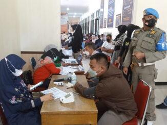 Vaksinasi di kantor Satpol PP Kota Payakumbuh.