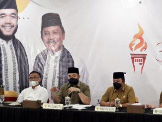 Wako-Wawako, Fadly-Asrul, Didampingi Sekda Sony Budaya Putra, dan sebagian anggota tim TPP Padang Panjang saat jumpa pers Senin