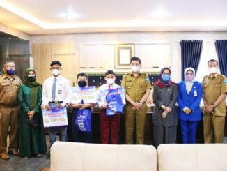 Walikota, Sekretaris Daerah, Kepala Dinas Pendidikan, Kabag Kesra Sekda serta Perwakilan Bank Nagari Sawahlunto